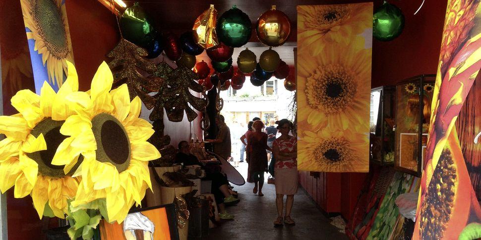 Hinterhofflohmarkt Bei Jot Jelunge In Der Lindenstrasse